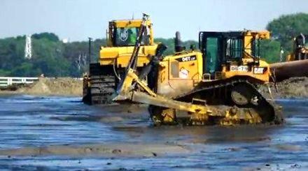 Ciężki sprzęt w akcji, czyli poszerzanie gdańskich plaż