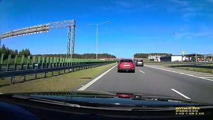 Kierowca Mazdy z abonamentem na lewy pas na A2