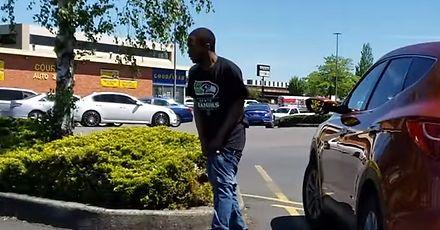 Wygłodniały Dindu Nuffin szaleje na parkingu