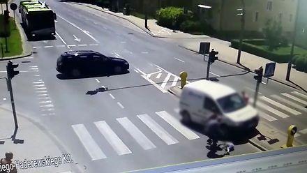 """Kierująca wjechała """"na czerwonym"""" na przejście dla pieszych"""