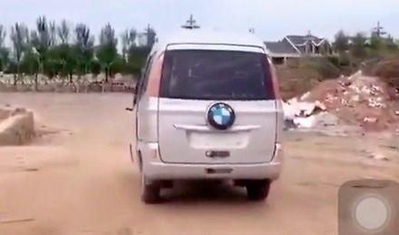 Afrykański minibus