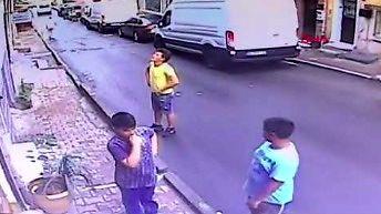 17-letni chłopak z Algierii uratował dziewczynkę, która wypadła z okna w domu w Stambule
