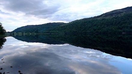 Loch Oich - niesamowicie płaskie jezioro w Szkocji