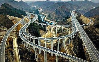 A w Chinach autostrady budują z takim rozmachem