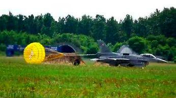 Niesamowity pokaz F-16 w Gdyni podczas pikniku lotniczego