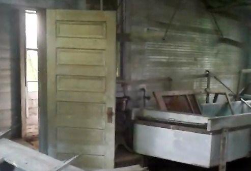 Znaleźli w opuszczonej fabryce 80-letni ser żółty