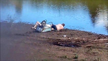 Po pijaku nad jeziorem jest najlepsza zabawa