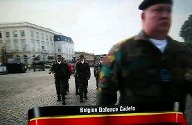 Dziwny przemarsz belgijskich kadetów na defiladzie
