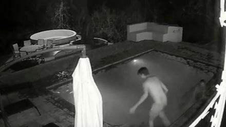 Niebezpiecznie tak się kąpać nocą w basenie