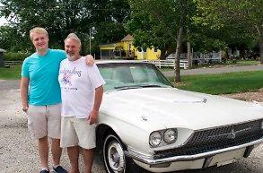 18-latek kupuje ojcu auto marzeń: 1966 Thunderbird