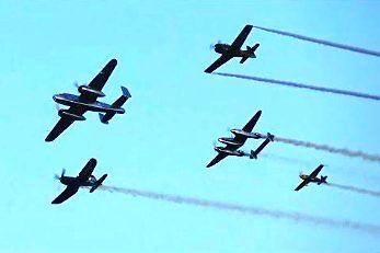 Widowiskowy przelot zabytkowych samolotów nad Gdynią