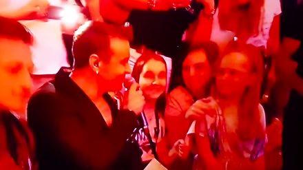 """Radek Liszewski zaśpiewał do małej dziewczynki: """"umiesz kręcić pupą"""". Pokazała to TVP1"""