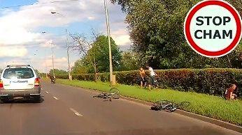 Rowerzyści wpieprzają się pod motor na trzypasmówce