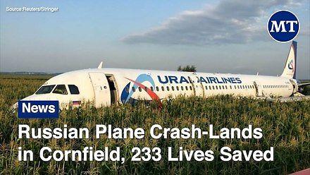 Rosyjski samolot ląduje na polu kukurydzy