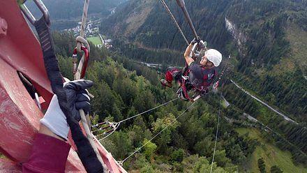 Jeśli do życia potrzeba ci adrenaliny, zostań monterem na liniach wysokich napięć