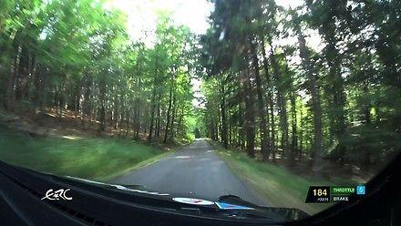 Fajny filmik POV z rajdowego samochodu, którym kierowca zapiernicza 185 km/h po leśnej drodze