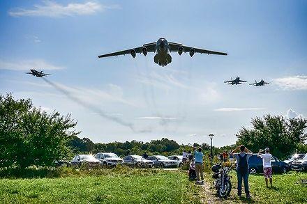 Efektowny przelot Ił-76 z obstawą Su-24 i Su-27 na niskim pułapie w Gdyni