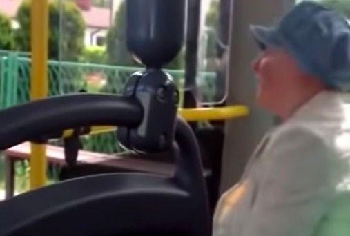 Akcja ze śmierdzącą babą w autobusie