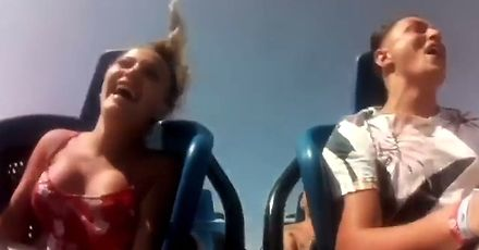 Cycki tańczą na rollercoasterze
