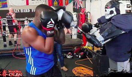 Mechaniczny sparring partner
