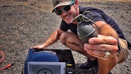 Co się stanie, gdy włożymy granat do mikrofalówki?