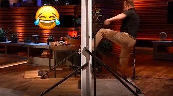 Dwóch wynalazców w programie telewizyjnym przekonuje, że ich zabezpieczenie drzwi jest lepsze