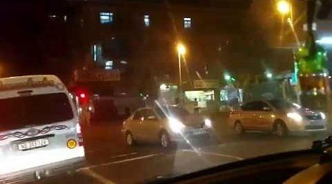 Bojownik Ethordin pokazuje, jak wygląda Durban nocą