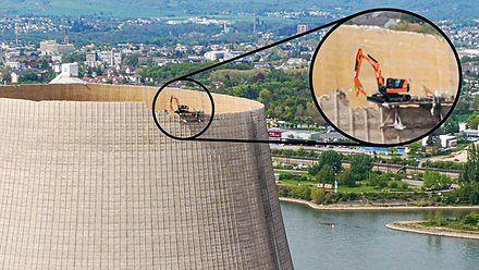 Rozbiórka 160-metrowej wieży chłodniczej elektrowni jądrowej