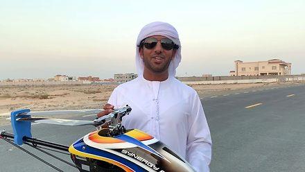 Arab, jego latająca zabawka i imponujący pokaz umiejętności