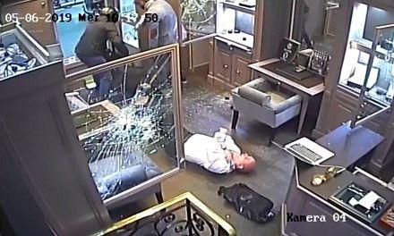 Napad na sklep z rolexami w Paryżu