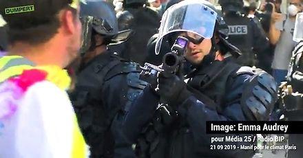 Trzeba było nie łapać broni policjanta