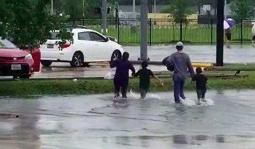 Kałuża z niespodzianką w Houston