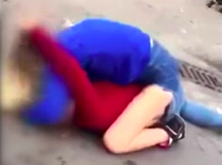 15-latki okładały się pięściami pod szkołą w Lubinie