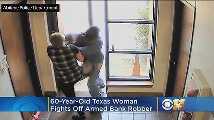 60-letnia pracownica banku wykopała za drzwi uzbrojonego rabusia