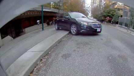 Jak zaparkować kołami do góry?