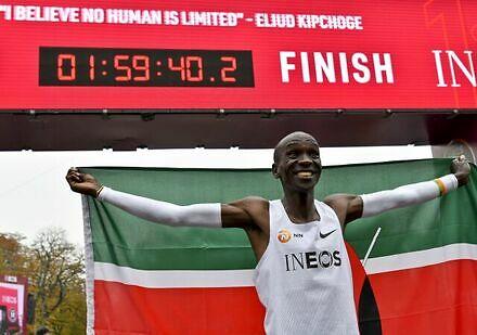 Kenijczyk przebiegł maraton poniżej dwóch godzin!