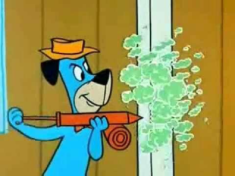 Pies Huckleberry walczy z termitem