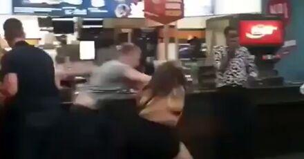 Nie wpychaj się Głodzilli w kolejkę po hamburgera