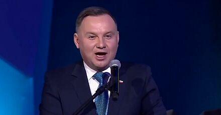 Andrzej Duda opowiada dowcip o samolocie z rektorami, który rozbił się w Afryce