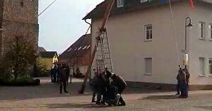 Ilu Niemców potrzeba do postawienia słupa?