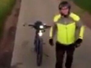 Rowerzysta każe przestawić tira, bo potrzebuje więcej miejsca na przejazd