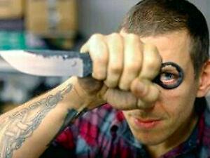 Człowiek, który tworzy pikantne... noże