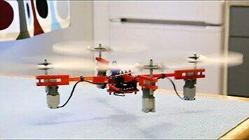Latający dron z klocków Lego