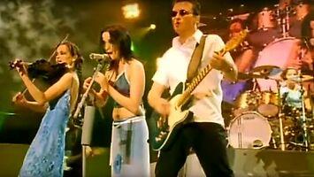 """""""Toss the Feathers"""" w kapitalnym wykonaniu zespołu The Corrs"""