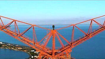 BNT wchodzi na ponad 300-metrowy pylon na Sycylii
