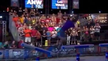 Niesamowite wyratowanie się w American Ninja Warrior