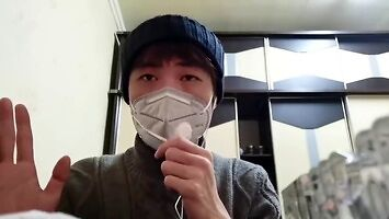 Mieszkaniec Wuhan szuka pomocy