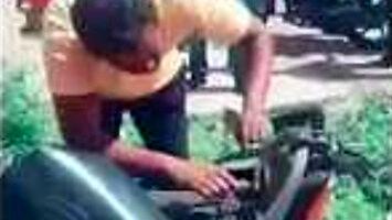 Jak wymienić węża paliwowego w skuterze?