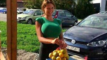 Najpopularniejsza sprzedawczyni mandarynek w Chorwacji