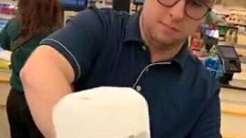 Aktywistka narzekała, że mleko w sklepie nie jest w biodegradowalnej butelce